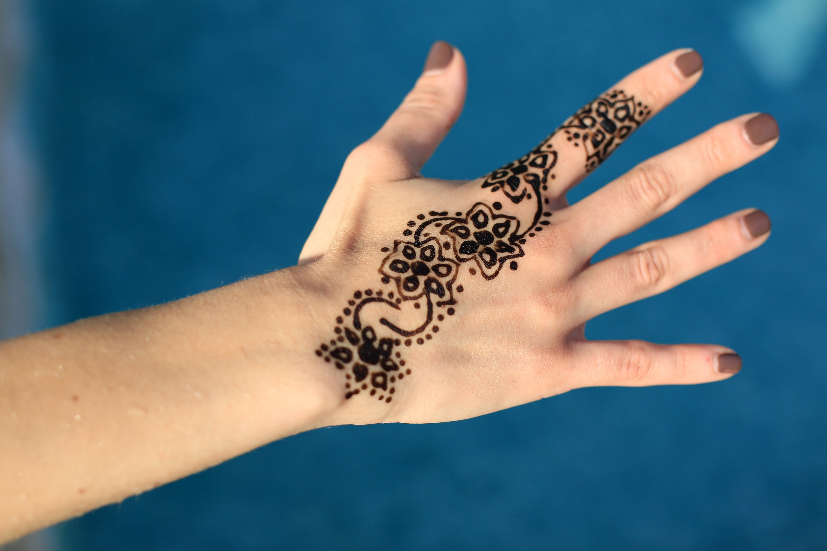 Handy oceanic blue background for the mehndi!
