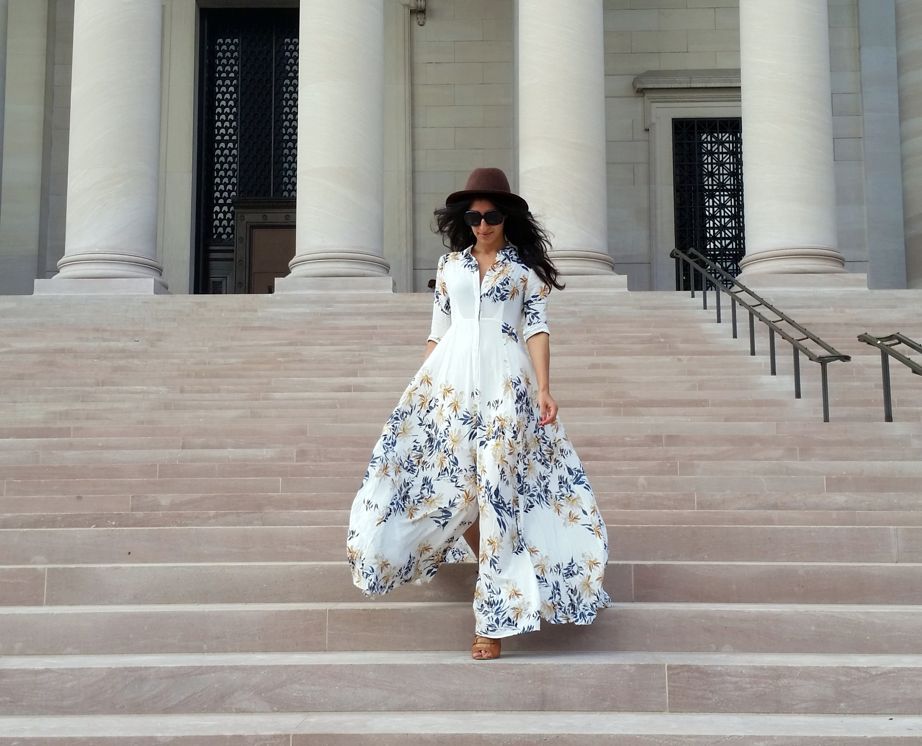 Spring and summer are seasons where florals really come to the forefront! Those gorgeous flowers printed on your favorite dresses can be flaunted without losing their luster underneath early spring, fall and winter layers! I love to wear my neutral-toned florals with an oversized tote, strappy wedges and an oversized fedora!